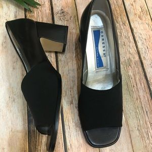 Caressa women's Navy peep toe pump size 9